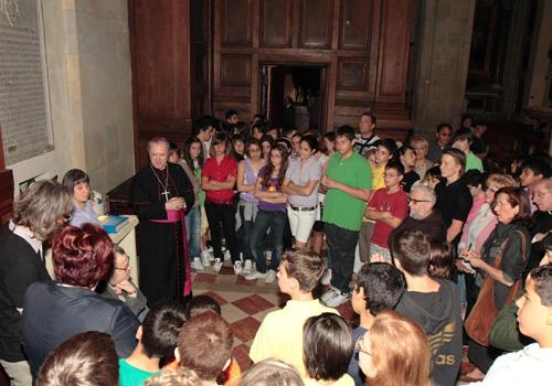 Inaugurazione con il Vescovo, Daniela Bottegoni, Roberto Farroni, Andrea Socrati  e il gruppo di alunni