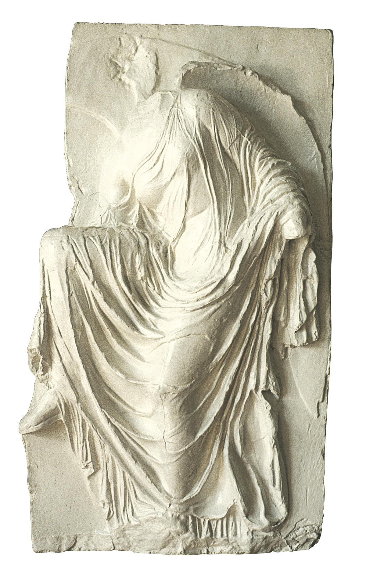 Athena Nike si scioglie il sandalo (scultura in gesso)