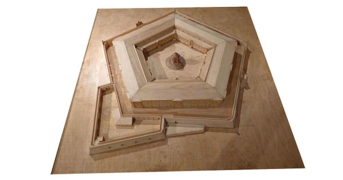 Mole Vanvitelliana, privolumena (arkitektura maketo)