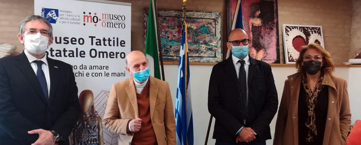 Il Console Onorario greco con il Presidente del Museo Aldo Grassini
